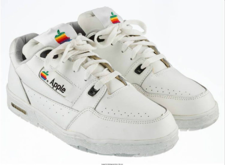 apple_shoes_auction_05.jpg